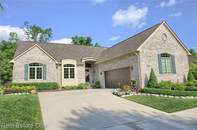 25256 Sutton Court, Novi, MI 48374 (#2210019124) :: Duneske Real Estate Advisors