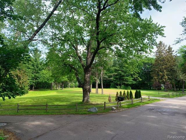 1790 Tiverton Rd, Bloomfield Hills, MI 48304 (#2210019371) :: Robert E Smith Realty