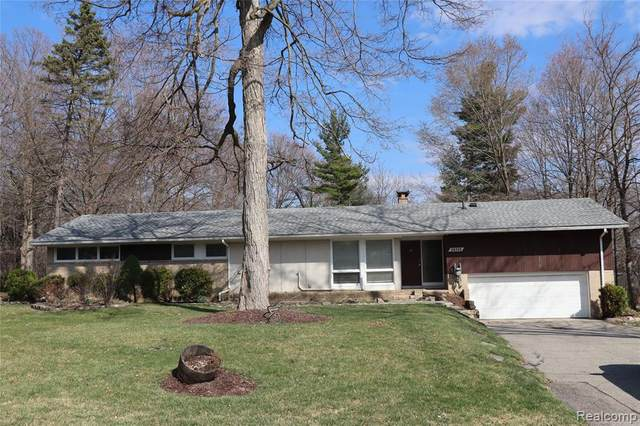 28330 Quail Hollow Road, Farmington Hills, MI 48331 (#2210020998) :: Real Estate For A CAUSE