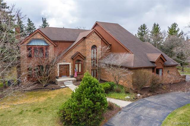 4925 Hickory Pointe Drive, Orchard Lake Village, MI 48323 (#2210022148) :: Real Estate For A CAUSE