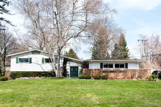 3558 Darcy Drive, Bloomfield Twp, MI 48301 (#2210022880) :: The Alex Nugent Team | Real Estate One