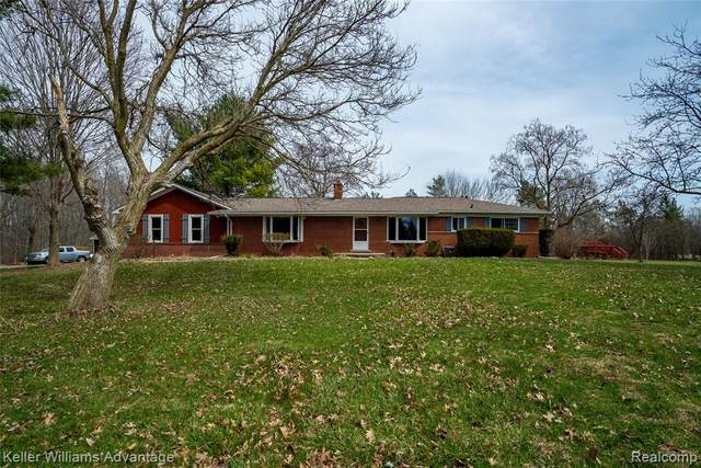 7090 Pontiac Trail, Salem Twp, MI 48178 (#2210022949) :: GK Real Estate Team