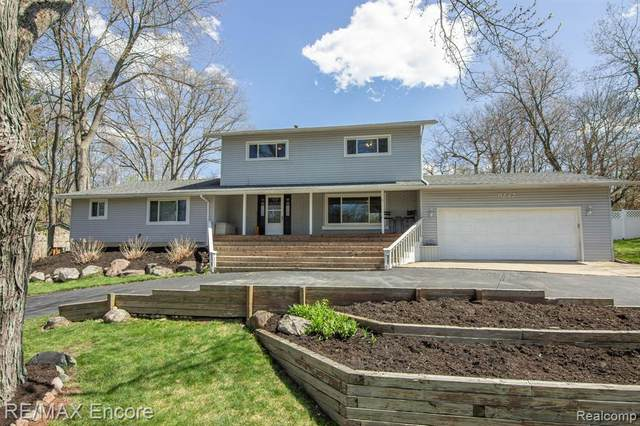 9242 Seneca Drive, Independence Twp, MI 48348 (#2210023147) :: Real Estate For A CAUSE
