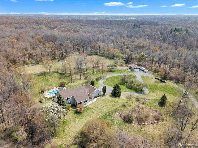 6496 N Milford Road, Highland Twp, MI 48442 (#2210023448) :: Real Estate For A CAUSE