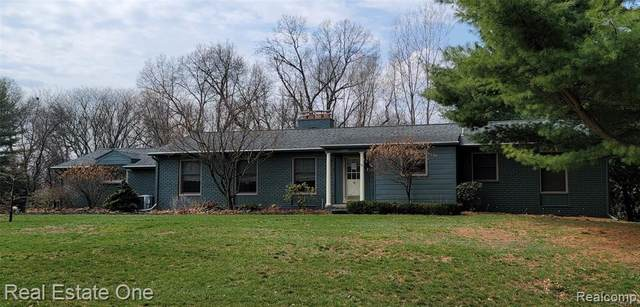 4384 Fieldbrook Road, West Bloomfield Twp, MI 48323 (#2210023811) :: RE/MAX Nexus