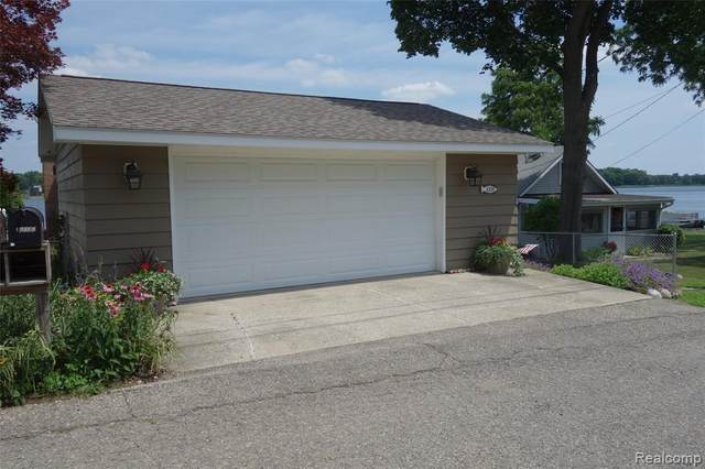 10174 Lakeside Drive, White Lake Twp, MI 48386 (#2210024297) :: GK Real Estate Team