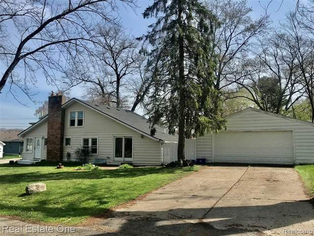 7225 Colony Drive, West Bloomfield Twp, MI 48323 (#2210024570) :: NextHome Showcase