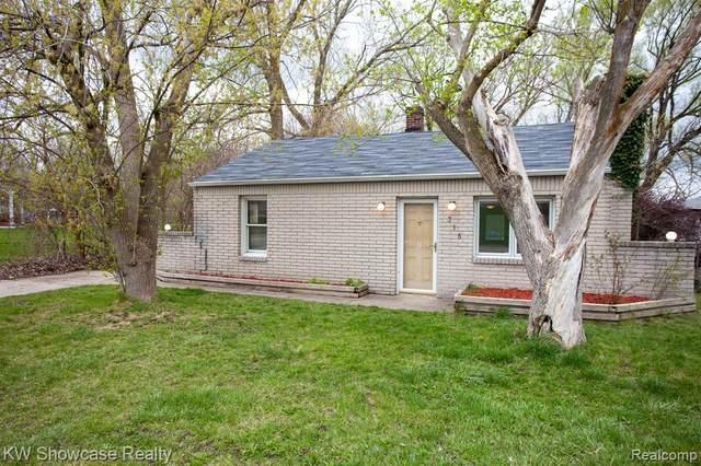315 Common Street, Walled Lake, MI 48390 (#2210025070) :: Novak & Associates