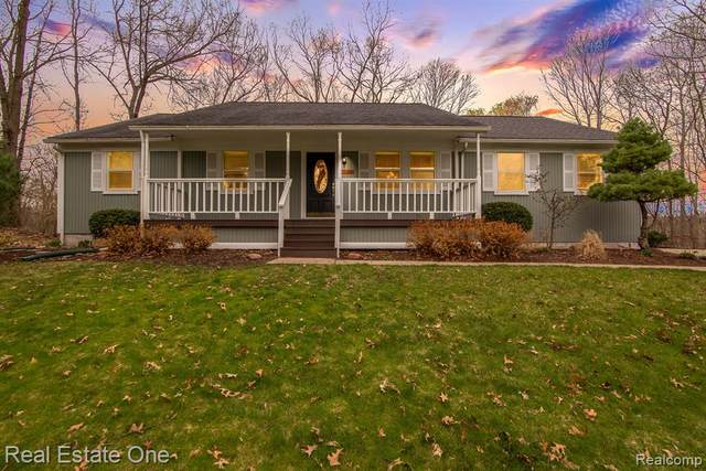 1600 Madsen Drive, Groveland Twp, MI 48462 (#2210025320) :: Real Estate For A CAUSE