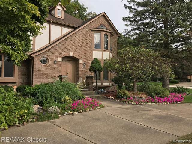 3227 Twin Pond Crt, Bloomfield Twp, MI 48304 (#2210026258) :: Keller Williams West Bloomfield