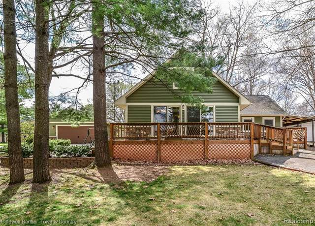 3266 Junior Dr, Hamburg Twp, MI 48169 (#2210026398) :: Real Estate For A CAUSE