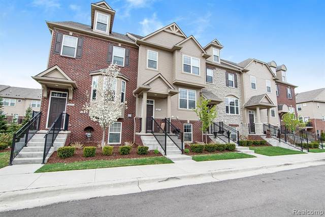 2661 Helmsdale Circle, Rochester Hills, MI 48307 (#2210026521) :: BestMichiganHouses.com