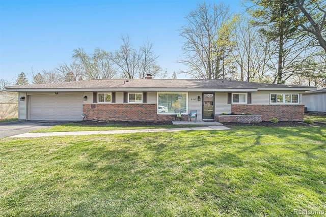 5367 Cambourne Place, West Bloomfield Twp, MI 48322 (#2210026570) :: The Alex Nugent Team | Real Estate One