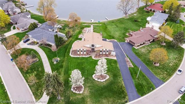 9115 Sandy Ridge Dr, White Lake Twp, MI 48386 (#2210026660) :: NextHome Showcase