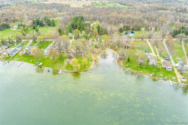 5575 Mabley Hill Road, Hartland Twp, MI 48430 (#2210028596) :: The Alex Nugent Team | Real Estate One