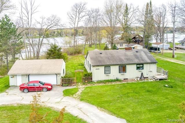 5575 Mabley Hill Road, Hartland Twp, MI 48430 (#2210028751) :: Novak & Associates
