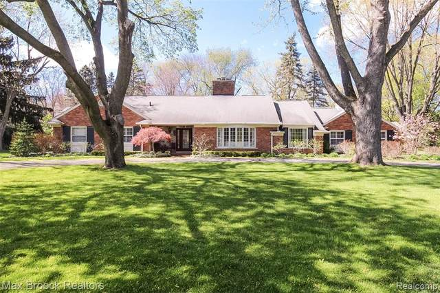 922 Timberlake Drive, Bloomfield Twp, MI 48302 (#2210029647) :: Real Estate For A CAUSE