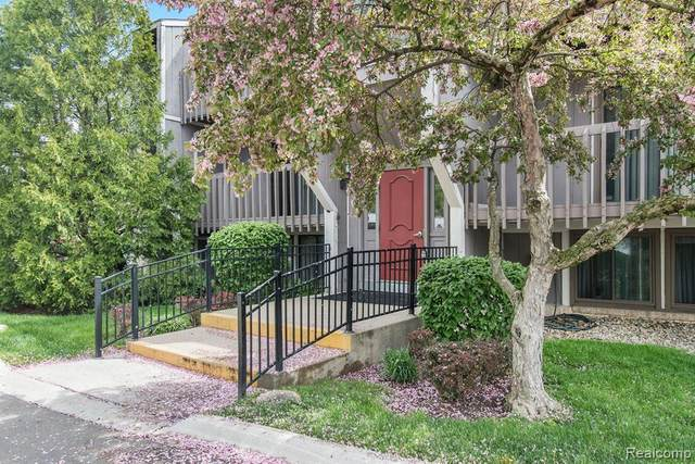 29890 W 12 MILE RD APT 903 #903, Farmington Hills, MI 48334 (#2210030114) :: The Alex Nugent Team | Real Estate One