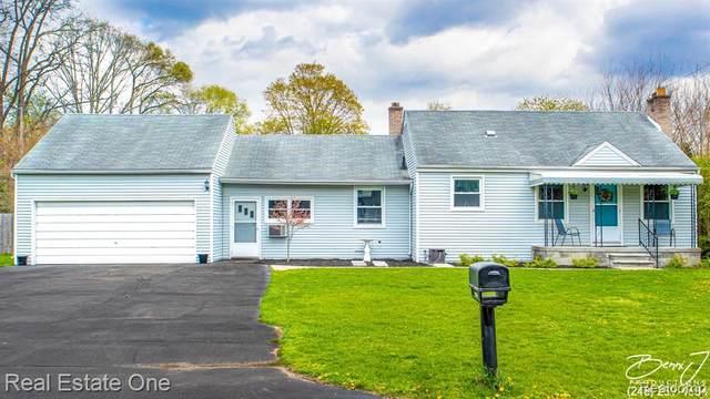 19816 Purlingbrook, Livonia, MI 48152 (#2210030248) :: Real Estate For A CAUSE