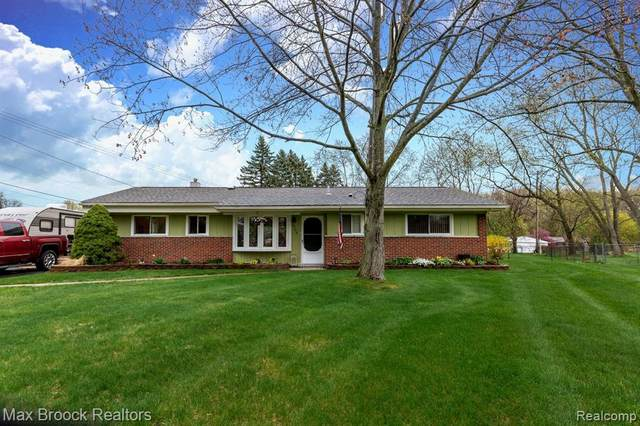 6704 Plum Lane, Independence Twp, MI 48346 (#2210030534) :: Real Estate For A CAUSE