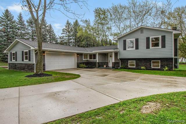 12948 Stobart Road, Brighton Twp, MI 48380 (#2210030620) :: Real Estate For A CAUSE