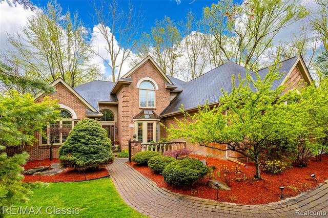 30800 Franklin Woods Court, Franklin Vlg, MI 48025 (#2210031393) :: Real Estate For A CAUSE