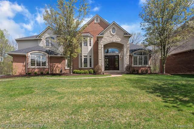 6826 Kennsway Court, West Bloomfield Twp, MI 48322 (#2210031446) :: Real Estate For A CAUSE