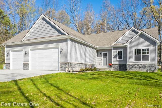 2955 Cady Drive, Brighton Twp, MI 48114 (#2210031941) :: Real Estate For A CAUSE