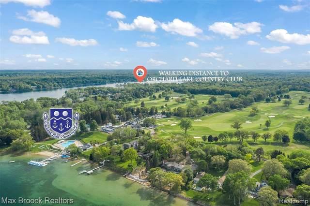 5365 Elmgate Bay Drive, Orchard Lake Village, MI 48324 (#2210032761) :: Alan Brown Group