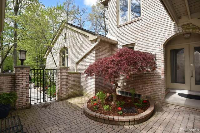 1201 Hillpointe Circle #27, Bloomfield Twp, MI 48304 (#2210033535) :: Keller Williams West Bloomfield