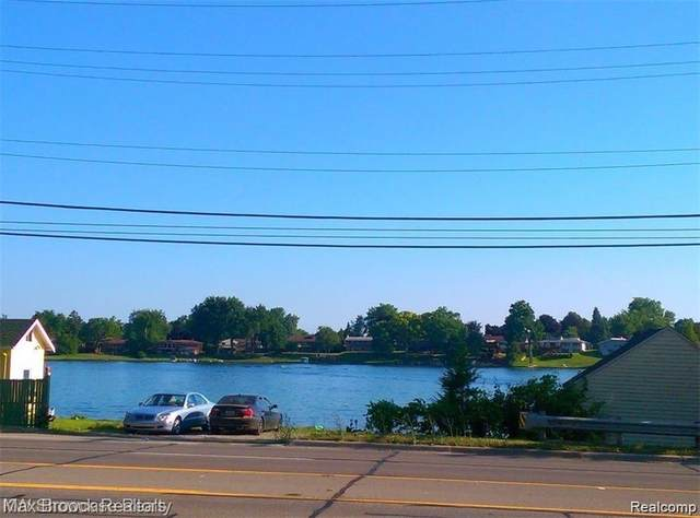 2946 W Walton Boulevard, Waterford Twp, MI 48329 (#2210033786) :: Real Estate For A CAUSE