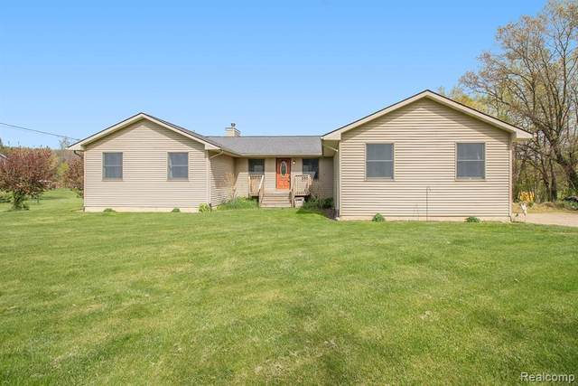 4262 Latoutette, Hartland Twp, MI 48353 (#2210034223) :: The Mulvihill Group