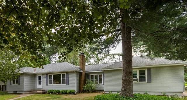 3334 Loon Lake Shores Road, Waterford Twp, MI 48329 (#2210034864) :: Real Estate For A CAUSE