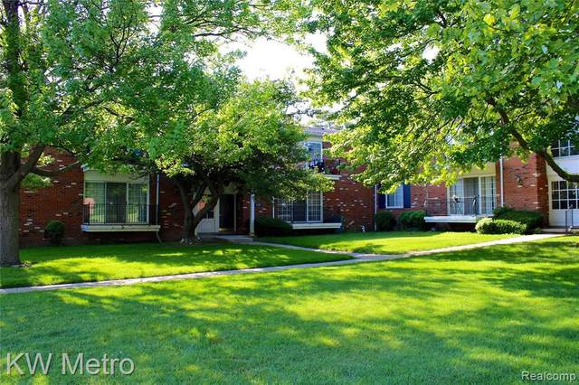 426 N Fox Hills Dr # A-5, Bloomfield Twp, MI 48304 (#2210035905) :: Robert E Smith Realty