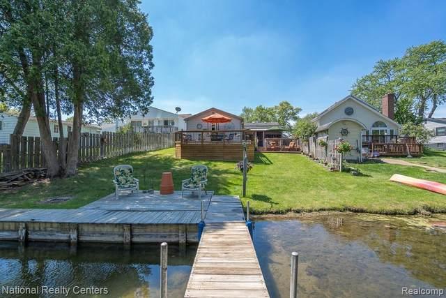 9146 Buckingham Street, White Lake Twp, MI 48386 (#2210036421) :: Real Estate For A CAUSE