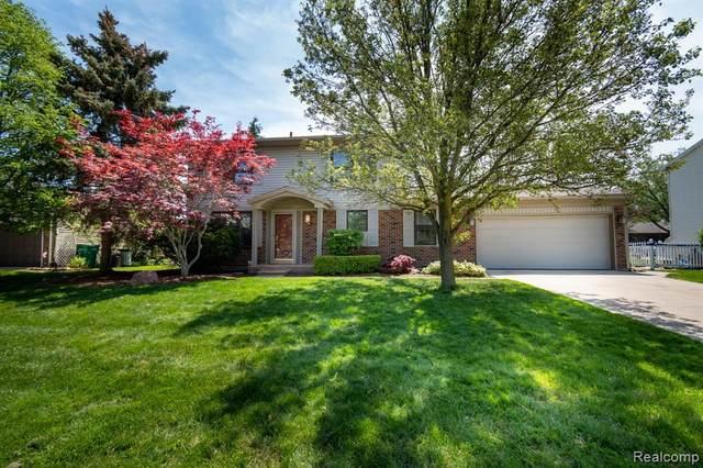 40143 Oak Tree, Novi, MI 48375 (#2210036786) :: Duneske Real Estate Advisors