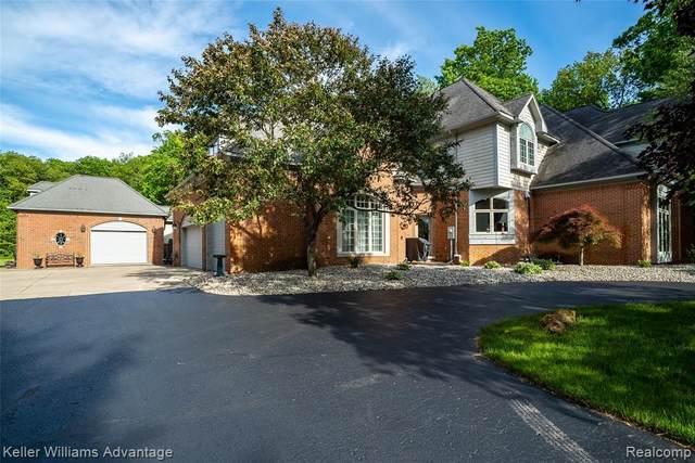 279 Ivy Glen Drive, Milford Twp, MI 48380 (#2210038283) :: Novak & Associates