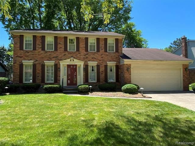 33973 Fairfax Drive, Livonia, MI 48152 (#2210040708) :: Novak & Associates