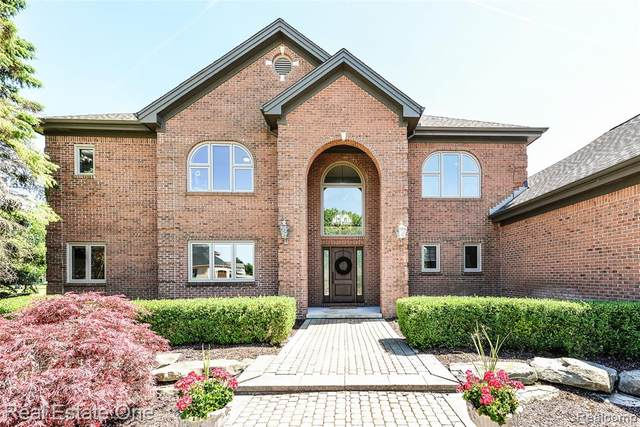 1209 Gleneagles, Highland Twp, MI 48357 (#2210041888) :: Real Estate For A CAUSE