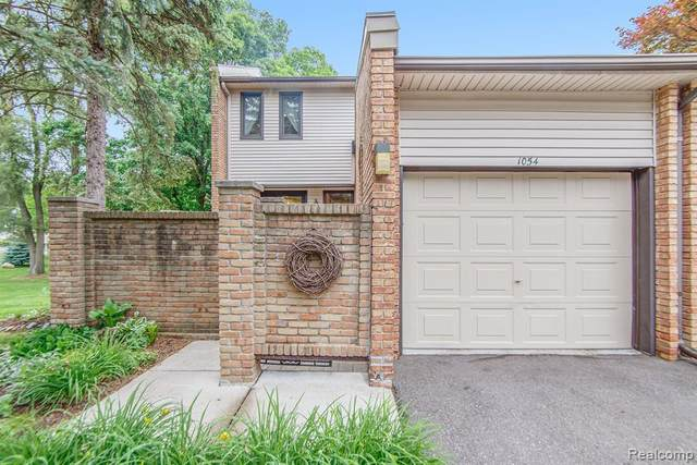 1054 Willow Grove Court, Rochester, MI 48307 (#2210042389) :: The Alex Nugent Team | Real Estate One