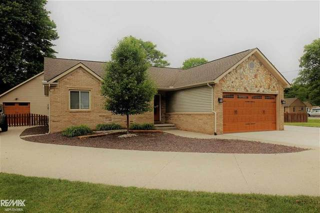 2800 Fruit St, Clay Twp, MI 48001 (#58050044272) :: Real Estate For A CAUSE