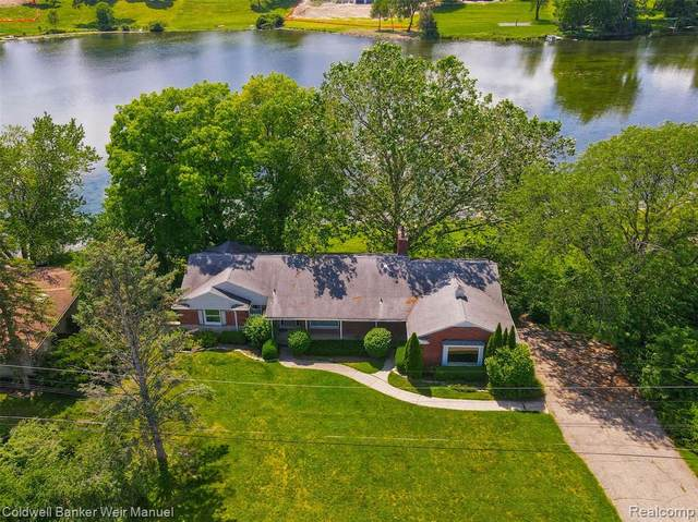 6838 Valley Spring Road, Bloomfield Hills, MI 48301 (#2210043510) :: Robert E Smith Realty