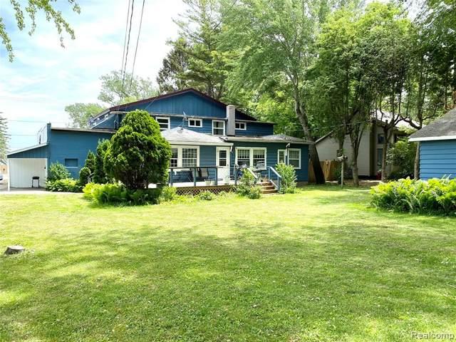 6695 Lakeshore Road, Burtchville Twp, MI 48059 (#2210044497) :: Novak & Associates
