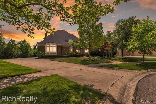 21970 York Mills Circle, Novi, MI 48374 (#2210044535) :: Duneske Real Estate Advisors