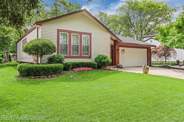 24384 Knollwood Street, Novi, MI 48375 (#2210044718) :: Duneske Real Estate Advisors