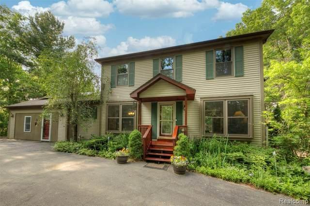 8164 Rattalee Lake Road, Springfield Twp, MI 48348 (#2210045634) :: GK Real Estate Team