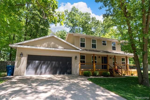 16445 Elder Oak Trail, Fenton Twp, MI 48430 (#2210045792) :: Real Estate For A CAUSE