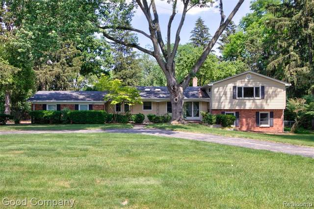 6205 Indianwood Trail, Bloomfield Twp, MI 48301 (#2210045994) :: Real Estate For A CAUSE