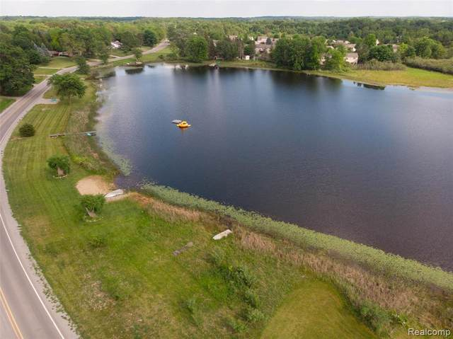 1378 Petts Road, Fenton Twp, MI 48430 (#2210046174) :: Real Estate For A CAUSE