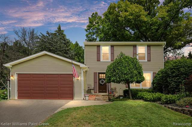 8818 Glasgow Drive, White Lake Twp, MI 48386 (#2210046377) :: Real Estate For A CAUSE